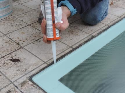 sigillatura del perimetro delle lastre pedonabili antiscivolo