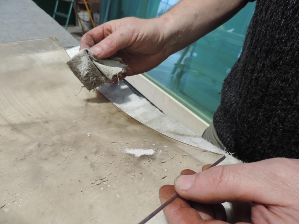 pulizia della fuliggine del vetro tondo portato dal cliente
