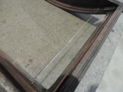 posizionamento di uno dei due vetri laterali