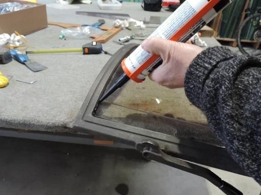 siliconatura esterna con silicone per le alte temperature