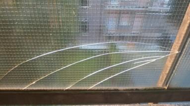 crepa bel vetro retinato di un balcone