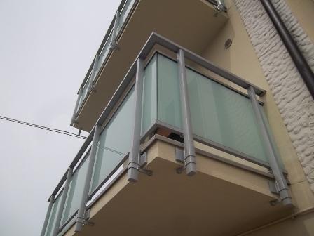 ringhiera in alluminio vetro
