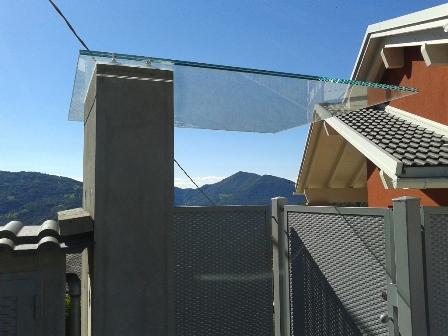 ingresso cancello con vetro a sbalzo