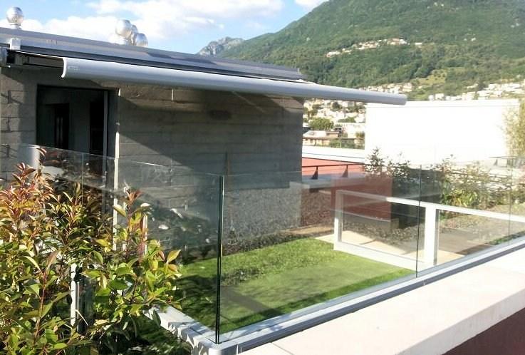 giardino recintato con il vetro