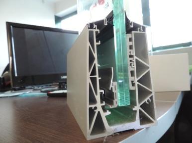 Sistema di ancoraggio del vetro in alluminio