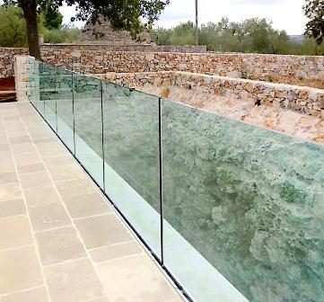 vetro separatore tra passaggio e antichità