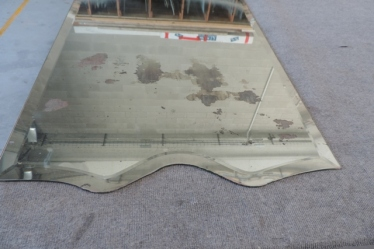 specchio antico e rovinato