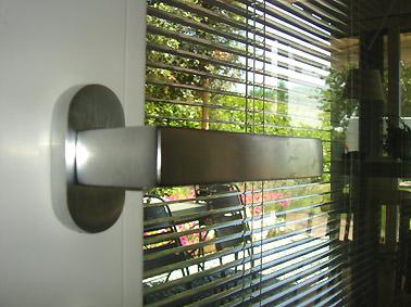 vetro doppio con tendina interna