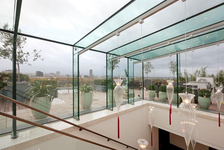 cavedio con colonne, travi e tetto tutti in vetro