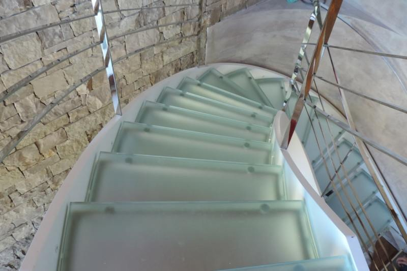 scalini e gradini in vetro