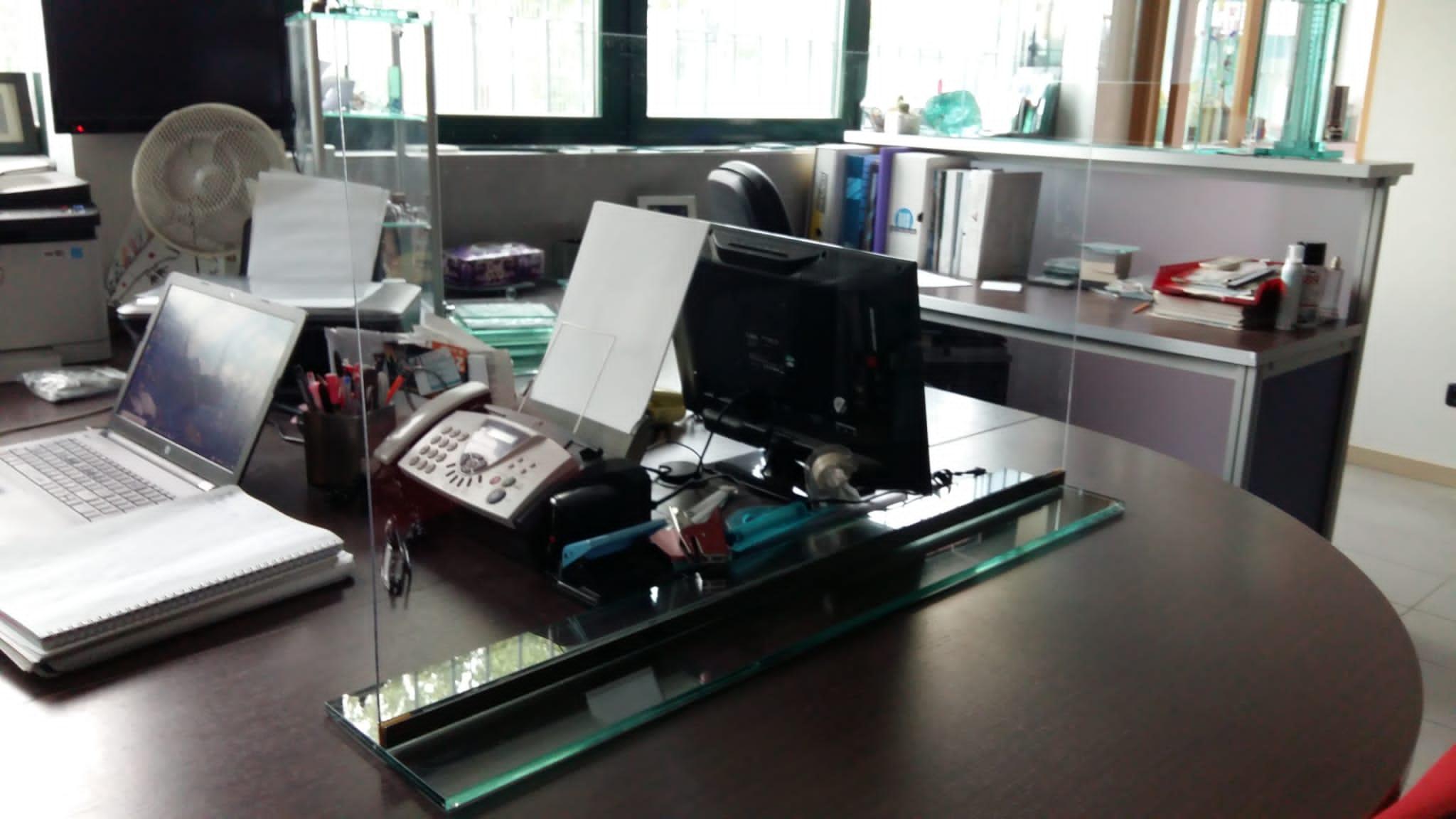barriera in vetro e plastica per protezione anticontagio smontabile ed economica