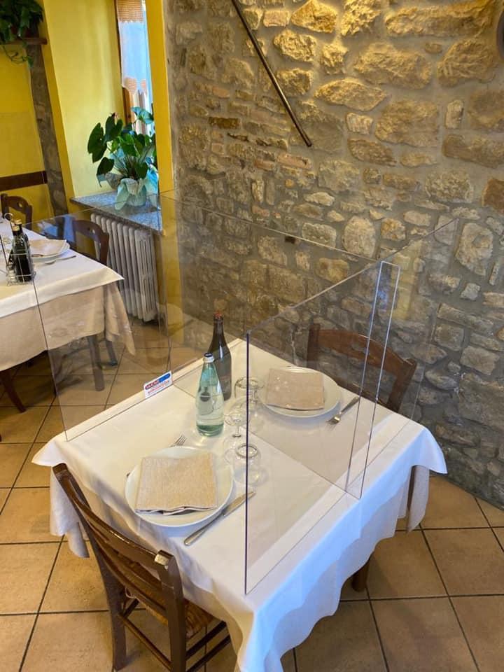 pannello in plexiglas di protezione per ristoranti