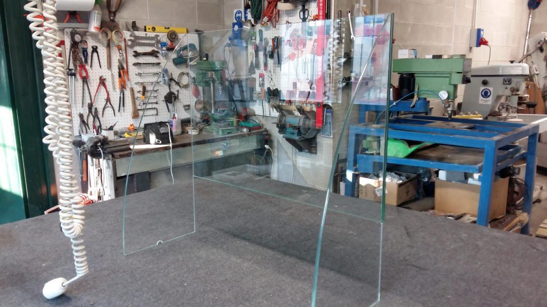 protezione della cassa in vetro in funzione anticontagio